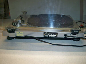 JVC DIRECT DRIVE TURNTABLE-VINTAGE Edmonton Edmonton Area image 7