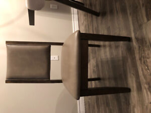 4 chair dining set in brand new condition for sale