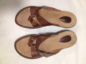 New Ladies Tan Leather Naturalizer Thong Sandal Size 7 1/2 Med