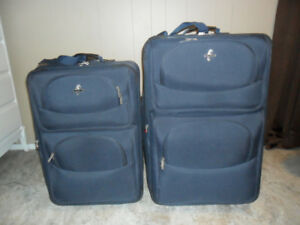 Set of 2 Suitcases / Luggage / Travel Bags