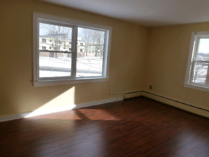 Bright,Clean 1 Bdrm,3556 Connaught,Heat,Hot W,Renovated