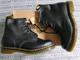 DR MARTENS boxed BNWT men's boot - size UK 10