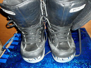 Snowboard Boots AIRWALK Size 6, $20. Prince George British Columbia image 1