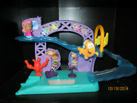 BUBBLE GUPPIES STAGE / slide