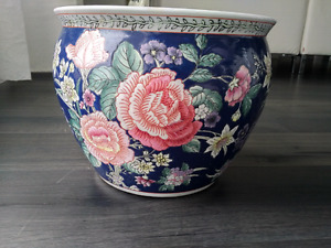 Antique ceramic Chinese fish bowl / flower pot / planter Kitchener / Waterloo Kitchener Area image 1
