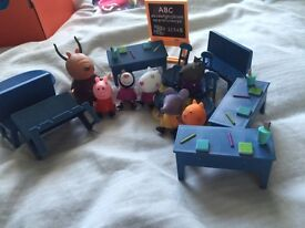 Peppa pig classroom and figures. Excellent condition.