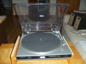 REALISTIC LAB-330 BELT-DRIVE TURNTABLE