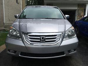 2010 Honda Odyssey Touring Minivan, Van