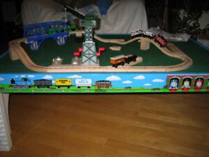 AUTHENTIC THOMAS TABLE / TRAINS / TRACKS