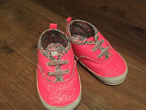Carter's Hot Pink Size 9-12 months baby shoes!