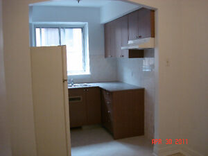 Renovated large 3 1/2 NDG close Monkland Village available AUG.