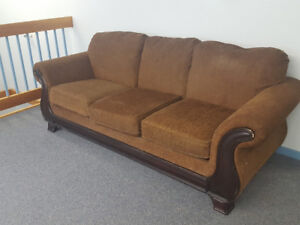 4 month old couch from the Brick originally$1100 need gone asap!