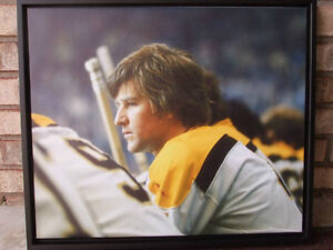 BOBBY ORR #4 BOSTON BRUINS LARGE FRAMED GICLEE CANVAS London Ontario image 1
