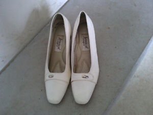 Women's white pumps sandals heels Size 7 London Ontario image 2