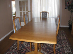 Solid 0ak dining room table and 6 chairs