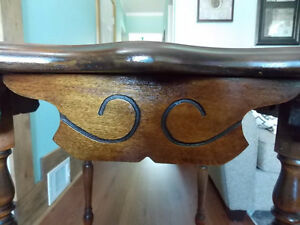 SOLID WOOD VINTAGE TABLE Windsor Region Ontario image 4