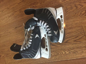 Bauer hockey skates size 11R youth