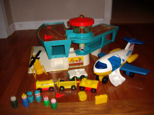 FISHER PRICE CASTLE/ AIRPORT