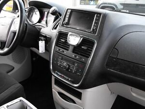 2012 TOWN & COUNTRY  LOADED  PENTASTAR V6   READY TO TRAVEL... Windsor Region Ontario image 10