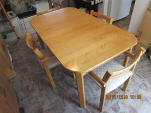 Solid Maple Modern Style Dining Set