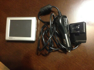 Garmin Nuvi 350 NA with car charger and holder