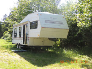 Jayco Fifth Wheel Camper well maintained