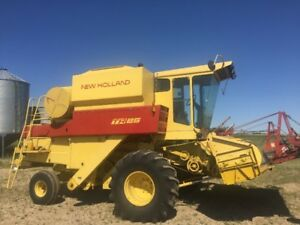 TR 85  NEW HOLLAND COMBINE..  VERY NICE.