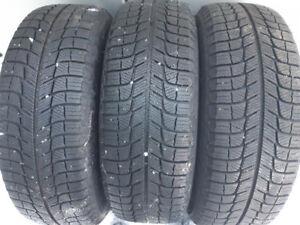 3 pneus d'hiver Michelin 195/65/15 comme neufs sur rims