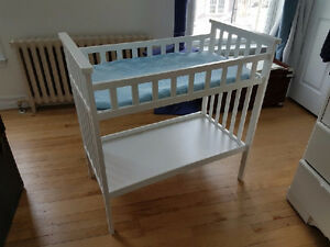 White change table in great condition