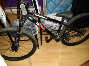 Vélo type dirt jump ou free ride  cannondale chase