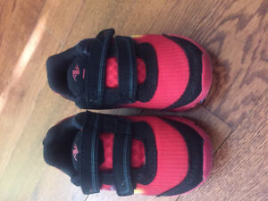 Boys size 7 light up shoes