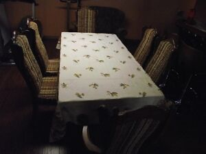 Solid Pine wood dining room table and 6  chairs .Reduced to $495 Peterborough Peterborough Area image 2