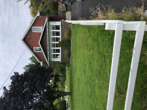 3 bedroom home available for rent in prime location!