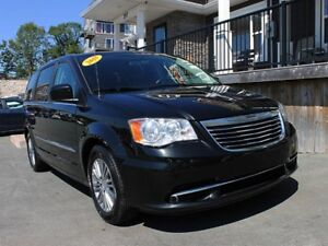 2013 Chrysler Town & Country Touring L / 3.6L V6 / Auto / FWD