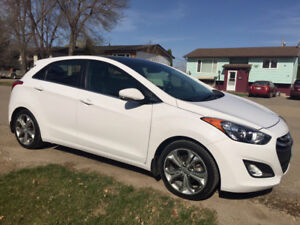 Must sell - 2013 Hyundai Elantra GT SE with Tech Package