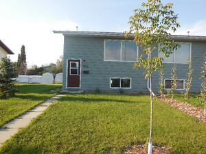 3 BEDROOM SPLIT LEVEL DUPLEX IN PONOKA