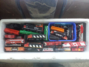 Tons of h.o scale trains cars and track. Edmonton Edmonton Area image 1