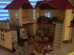 Calico Critter House with dozens of accessories