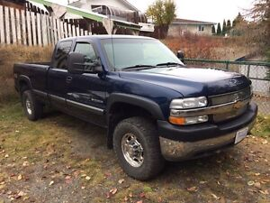 ONLY 109,000kms 2001 chevy 2500hd 8.1L with alison auto