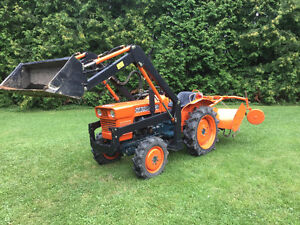 Kubota Tractor with loads of accessories