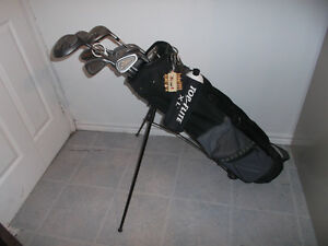 COMPLETE RIGHT HANDED SPALDING GOLF CLUB SET