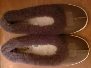 UGG slippers - new condition