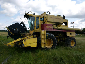 New Holland 1981 TR95 Combine