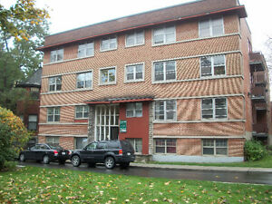 NICE AND LARGE APT.  IN WESTMOUNT