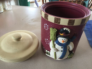 Crockery Snowman Cookie Jar with lid that seals