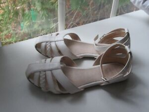 sandals for girl sz 2