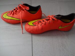 BOYS NIKE MERCURIAL INDOOR SOCCER SHOES - Size 5
