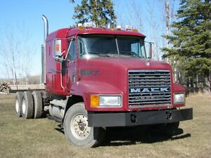 2001 MACK CH613 T/A CAB & CHASSIS