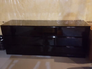 Black lacquer 6 drawer in excellent condition