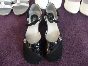 For sale...black shoes for girls in great condition